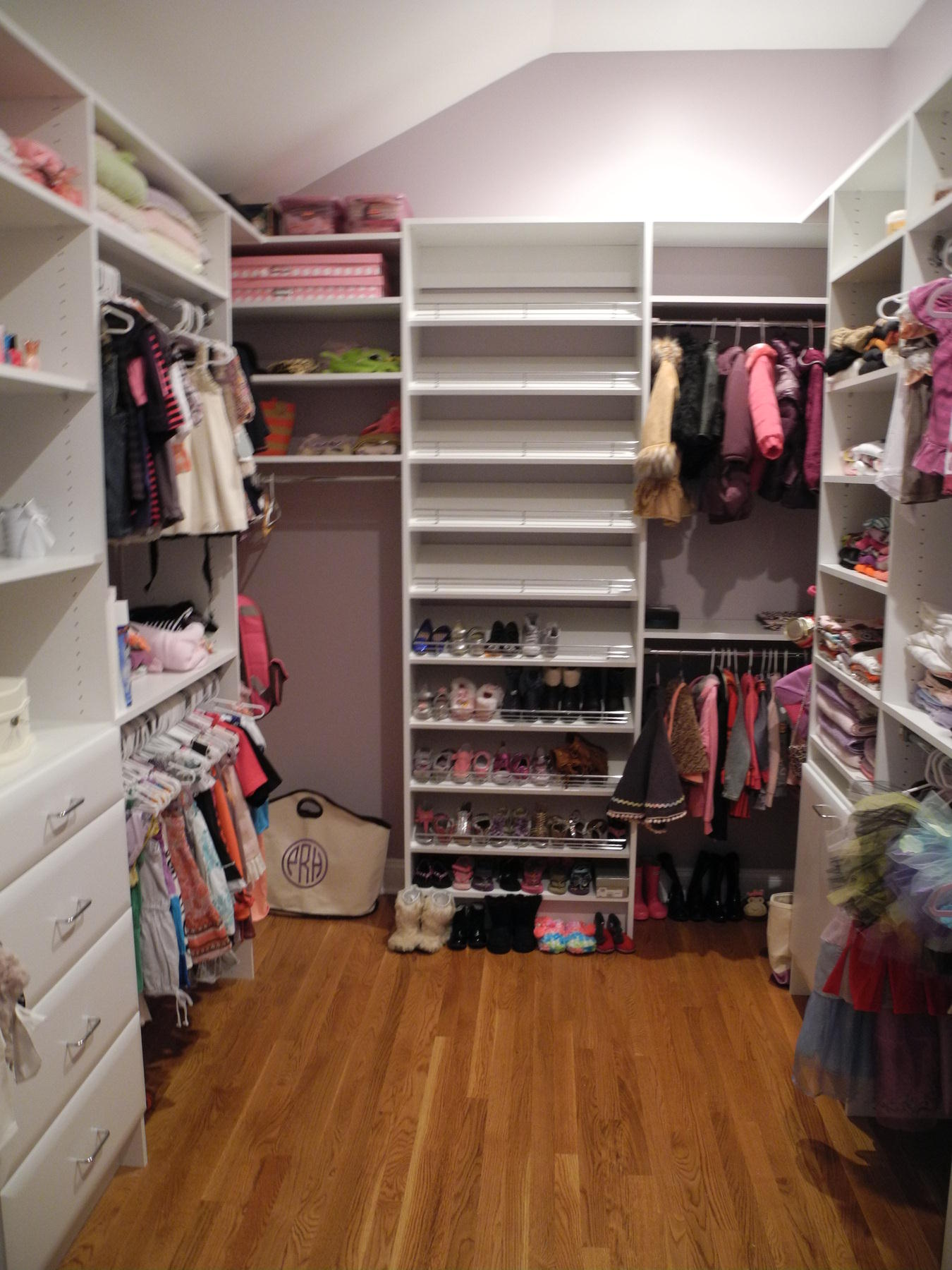 My Walk In Closet Momipey